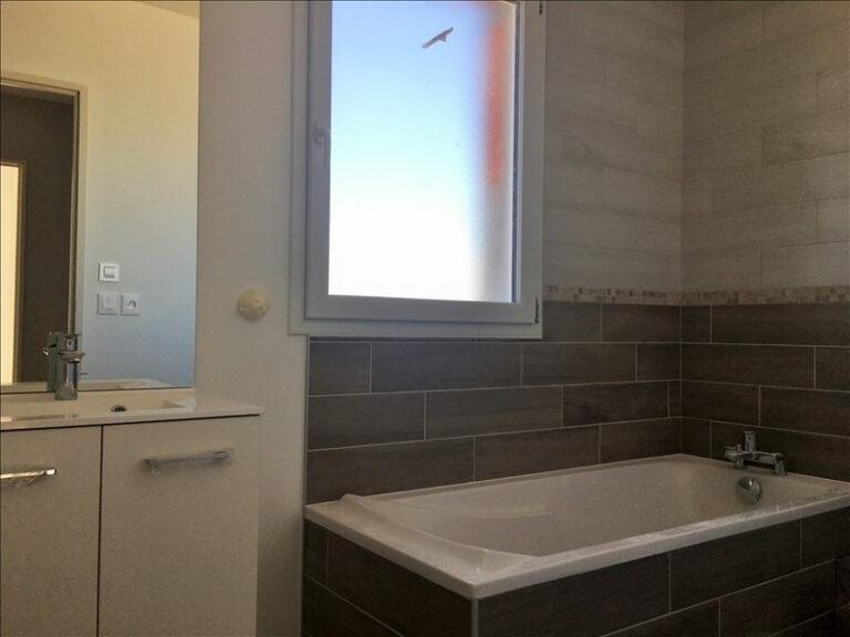 Logement neuf Chaingy salle de bain