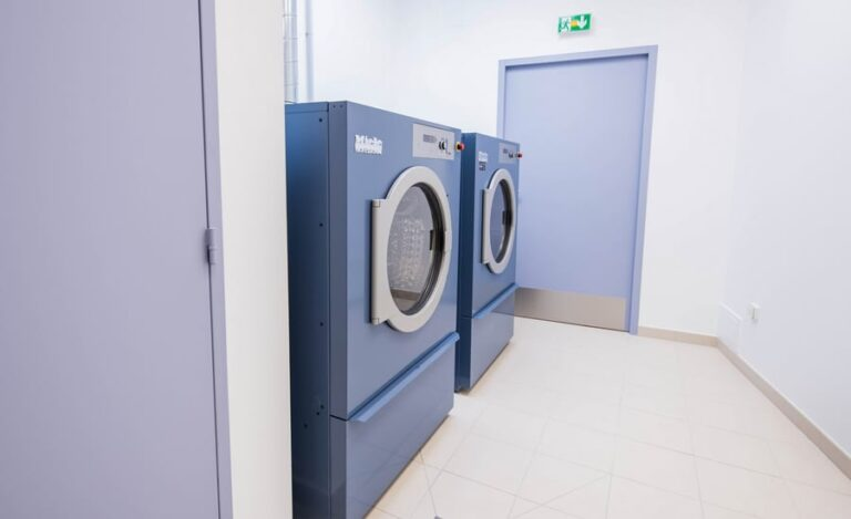 Réhabilitation buanderie Saint Hilaire machines